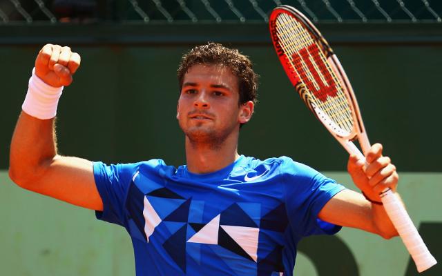 (Video) Have you ever seen a tennis racket broken this badly? Grigor Dimitrov loses his head in Aussie Open 2015