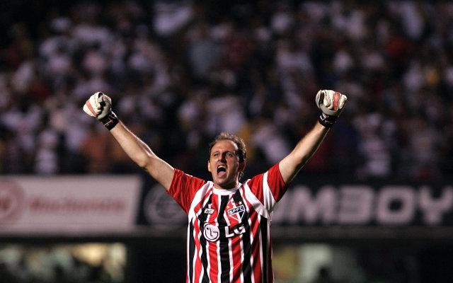 Private: (Video) Sao Paulo goalkeeper scores against Bolivar