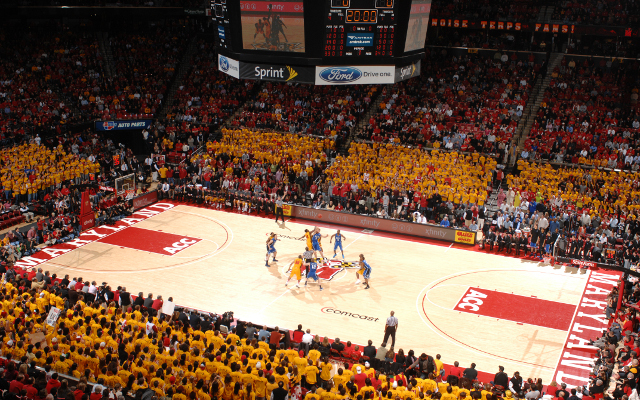 (Video) University of Maryland students perform flash mob during Basketball game