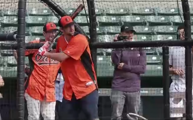 (Video) Michael Phelps joins Baltimore Orioles to take part in batting practice