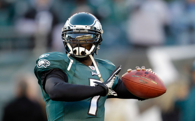Michael Vick agrees to restructure contract with Philadelphia Eagles