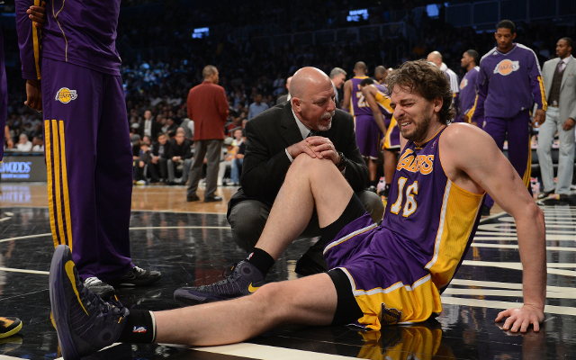Los Angeles Lakers star Pau Gasol off crutches in recovery from injury