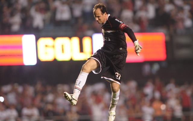 (Video) Goalkeeper Rogerio Ceni scores classy free-kick winner for Sao Paulo