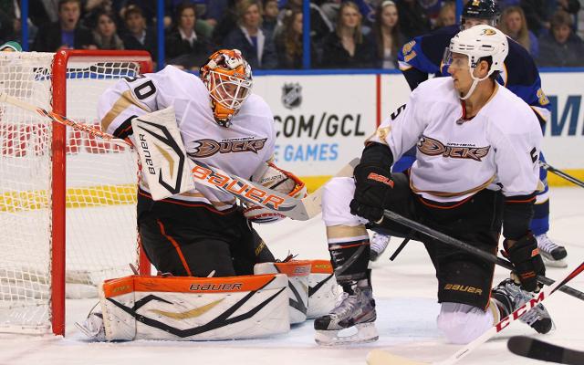 Anaheim Ducks edge out St. Louis Blues
