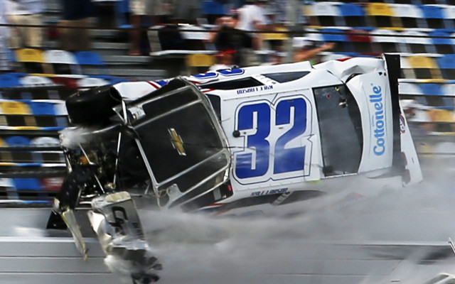 (Viceo) Horrific NASCAR crash leaves fans injured as safety issues raised again