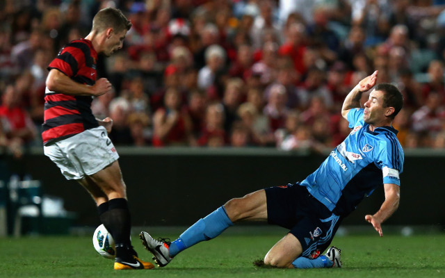 Sydney FC end Wanderers streak as both sides reduced to 10 men