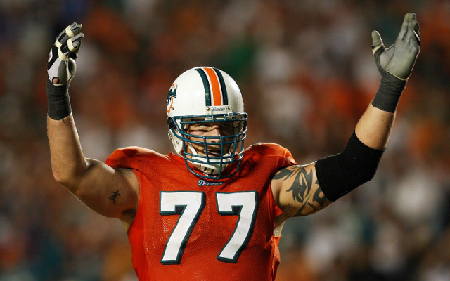 St Louis Rams officially sign offensive tackle Jake Long