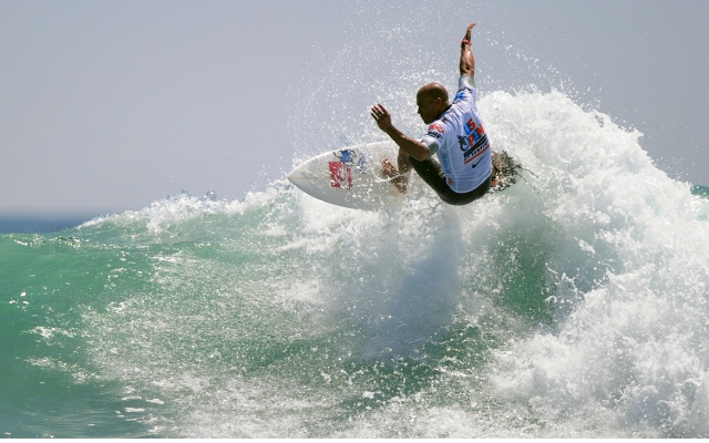 World's best surfer Kelly Slater offers to pay for his own drug tests