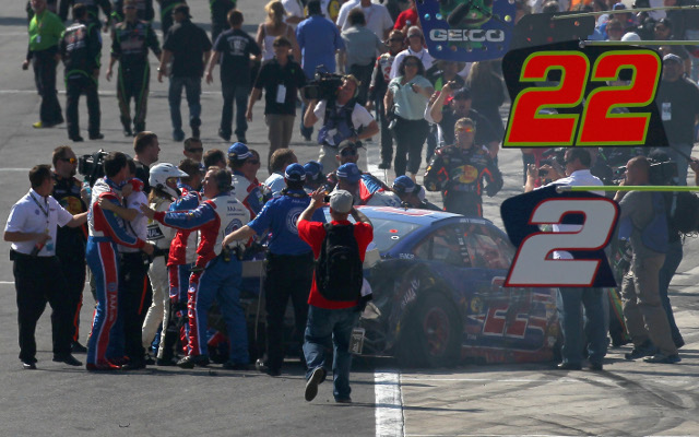 (Video) Tony Stewart starts fight with Joey Logano after Auto Club 400 race