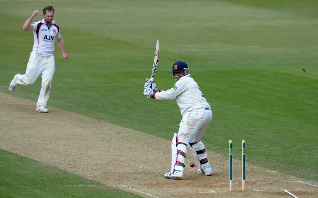 Essex continue to struggle in the County Championship