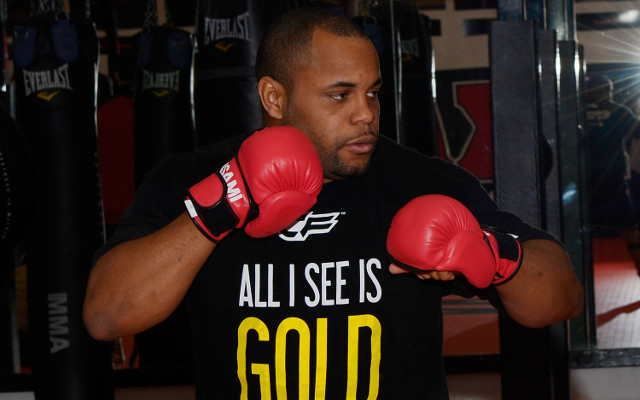 (Video) Daniel Cormier arrives as a UFC heavyweight title contender