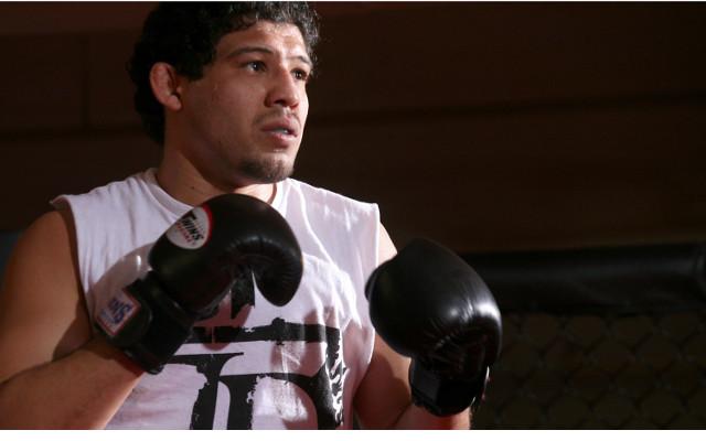 (Video) Benson Henderson keeps UFC title in a close split deicison