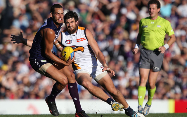 Fremantle Dockers lock-in star defender until end of 2017 AFL season