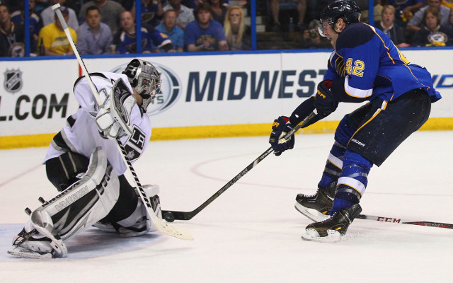 (Video) Johnathan Quick goalie gaffe give St Louis lead in NHL Playoff series