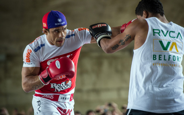 (Video) Vitror Belfort and Luke Rockhold fight at UFC weigh-in