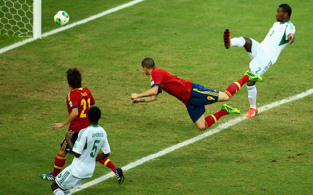 (GIF) Chelsea striker Fernando Torres scores textbook flying header for Spain