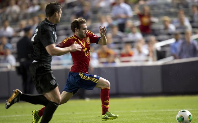 (GIF) Arsenal's Santi Cazorla and Chelsea's Juan Mata combine for lovely international goal