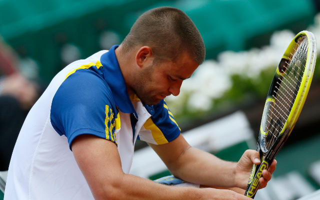 (Video)  Mikhail Youzhny takes out frustrations on his racquet – nine times
