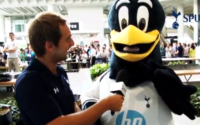 (Video) Tottenham players greeted by supporters in Hong Kong ahead of Barclays Asia Trophy