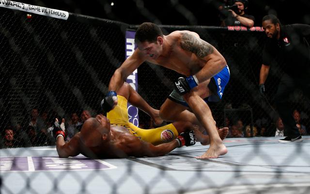 (Video) UFC commentators shocked at Chris Weidman's KO of Anderson Silva