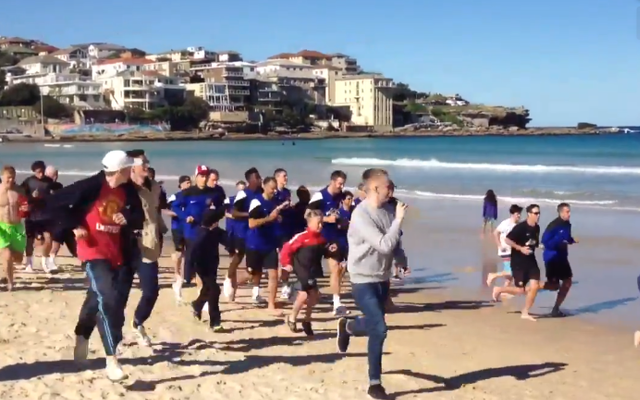 (Video) Manchester United squad jog along Sydney's world famous Bondi Beach