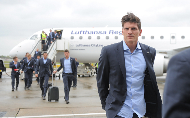 Mario Gomez scores again to continue to make case for Germany return (video)