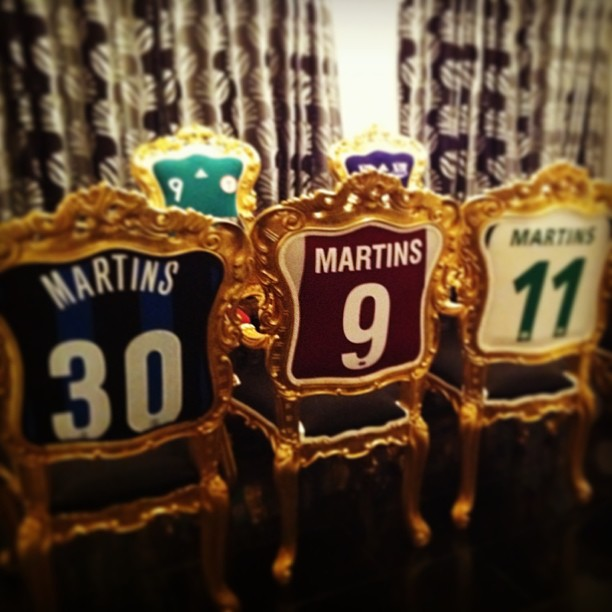 Obafemi-Martins-football-shirt-chairs-2