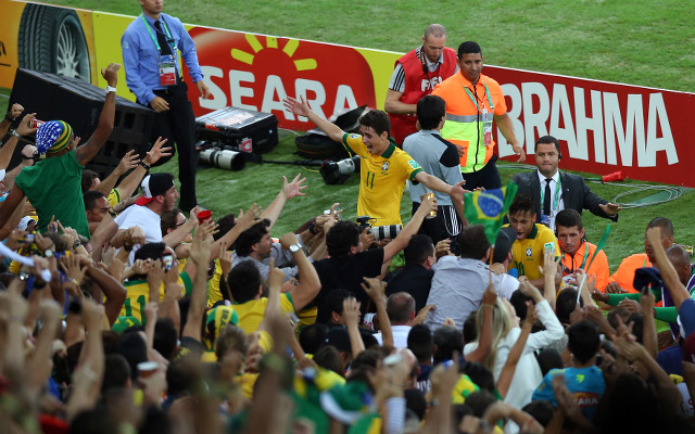(GIFs) Chelsea star Oscar mobbed by Brazil fans after Confederations Cup final win