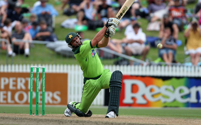 (Video) Shahid Afridi becomes first player to hit 400 career sixes