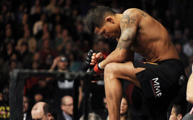 (Video) Anthony Pettis submits Benson Henderson for UFC title win
