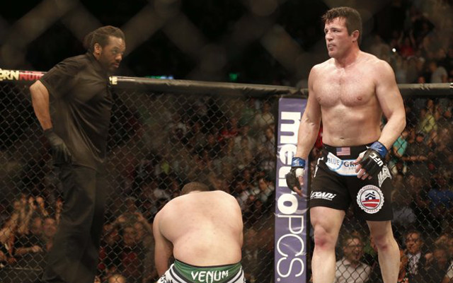 (Video) Chael Sonnen earns first round submission win over 'Shogun' Hua