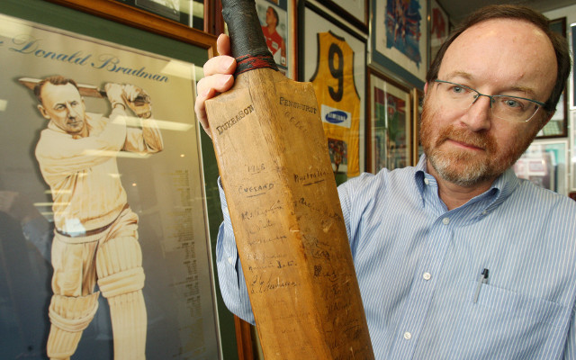 Bat used by Don Bradman sold for $61,000 at auction