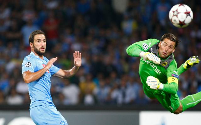 In form Napoli defeat 10-man Borussia Dortmund