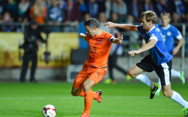 (Video) Manchester United star Robin van Persie salvages draw for the Netherlands