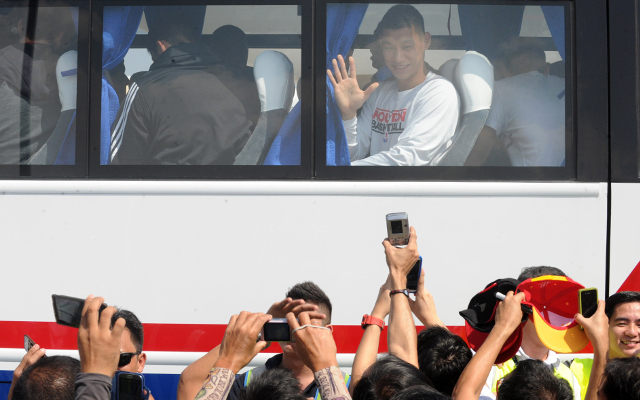 Jeremy Lin mobbed by crazed fans in the Philippines