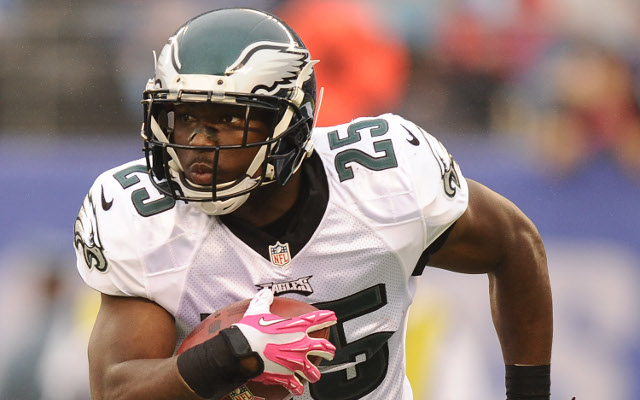 (Image) Eagles RB LeSean McCoy leaves 20-cent tip on $60 burger