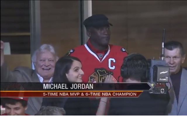 (Video) Michael Jordan supports Chicago Blackhawks at home game