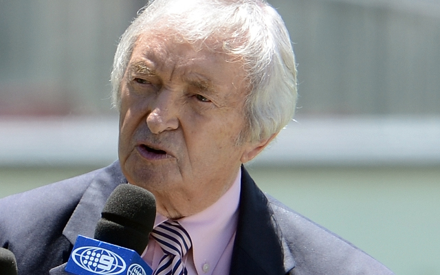Richie Benaud: World reacts to legendary commentator's death