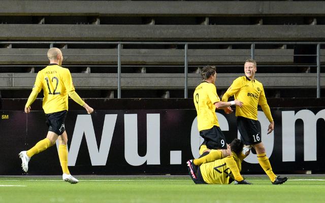 (GIF) Elfsborg's Viktor Claesson scores amazing Europa League goal against Standard Liege