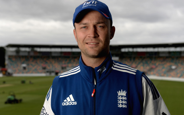 (Video) Jonathan Trott dances up a storm in English changerooms