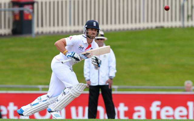 England wicketkeeper Matt Prior leaves field with suspected calf strain