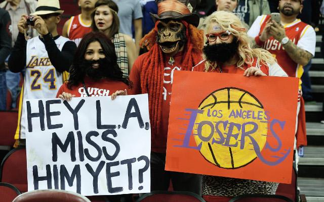Los Angeles Lakers beat Houston in Dwight Howard's return
