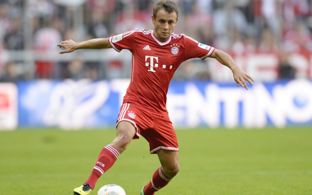 Bayern Munich star Rafinha honoured in Brazilian hometown