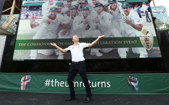 Chris Rogers fined for arriving late to Australia's Ashes civic reception