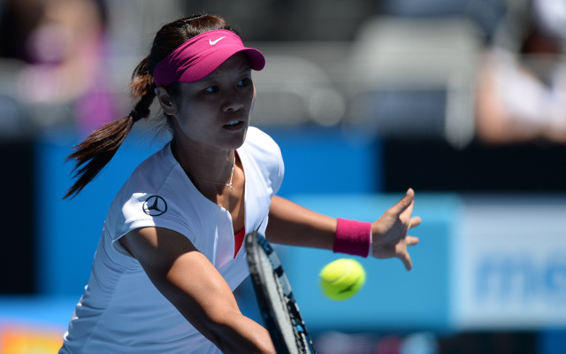 Australian Open tennis news: Chinese star Li Na through to the second round