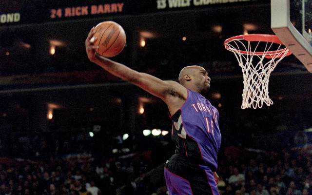 (Video) Vince Carter 2000 NBA Slam Dunk competition – VC looks back on history