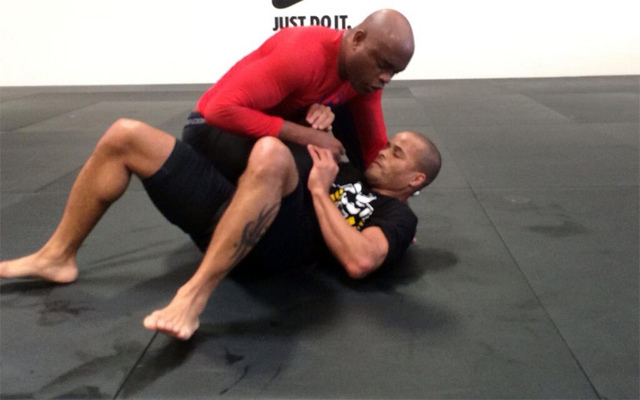 Former UFC champ Anderson Silva continues rehab from broken leg
