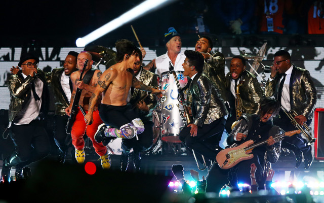 (Video) Bruno Mars, Red Hot Chilli Peppers Super Bowl XLVIII half-time show