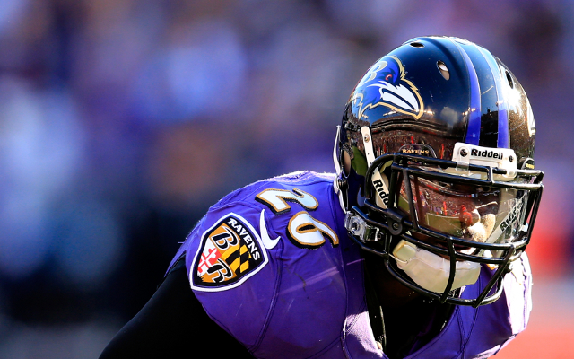 NFL news: (Image) Baltimore Ravens star Matt Elam working at shoe store in off-season