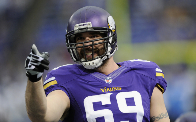 Chicago Bears agree terms with defensive end Jared Allen